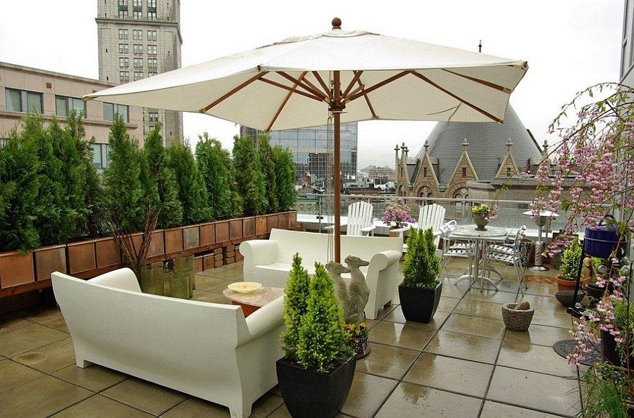Philippe-Starcks-Bubble-Club-Sofa-creates-a-trendy-outdoor-lounge